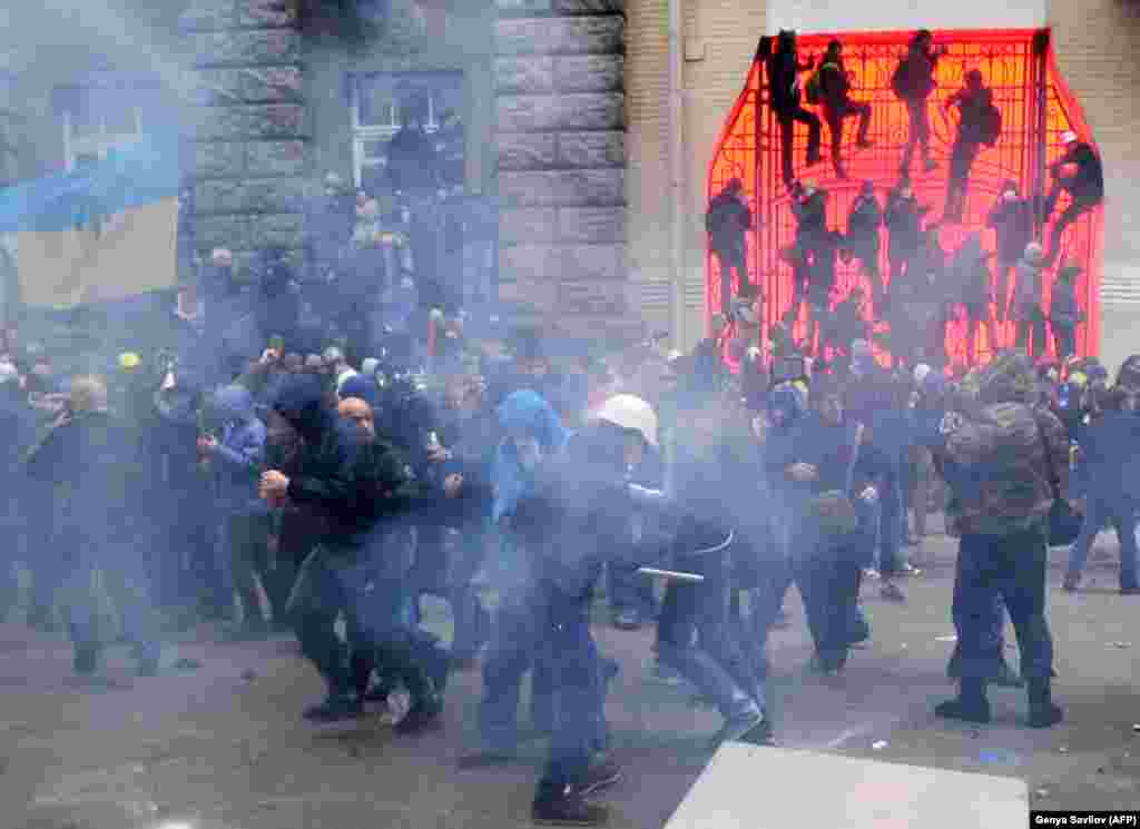 Protesters clash with police during the storming of the presidential office in Kyiv during a mass opposition rally on December 1, 2013.