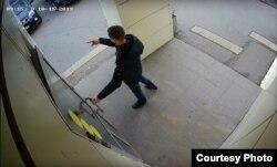 """Скриншот видеозаписи камеры наблюдения магазина """"Магнит"""" в Петрозаводске, 15 октября 2019 года"""