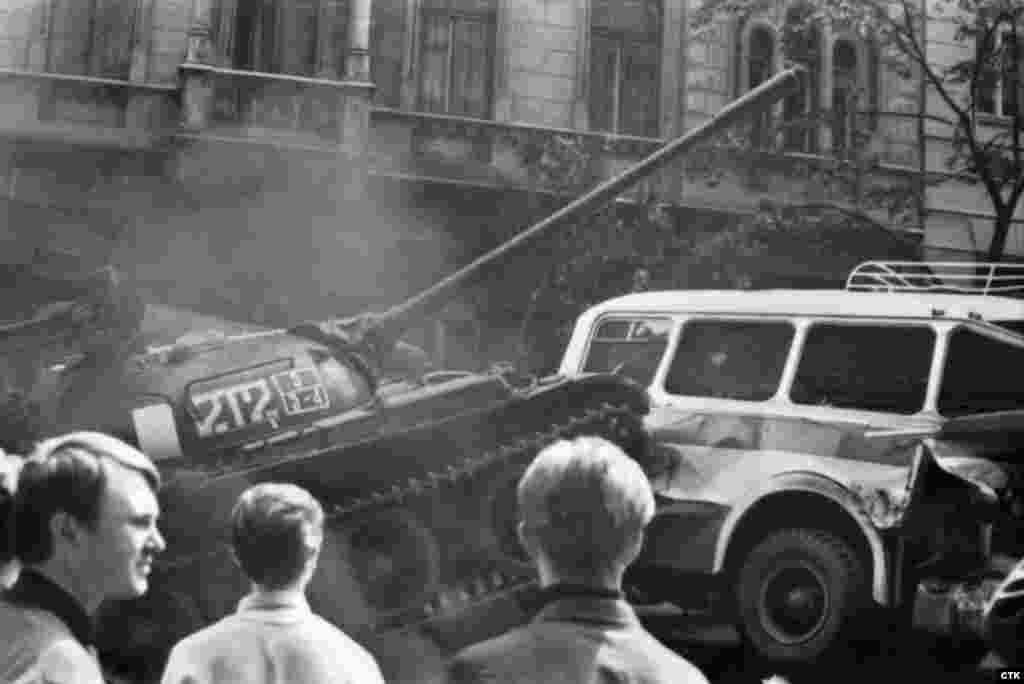 Самыми известными жертвами советской оккупации в Чехии считаются студентыЯн ПалахиЯн Зайиц. В1969 годув Праге с интервалом в месяц они совершили самосожжение в знак протеста против ввода советских войск в страну