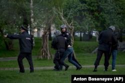 Протесты жителей Екатеринбурга против строительства храма в сквере, 14 мая 2019 года. Фото: AP