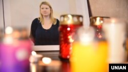 Фото с акции памяти активистки Екатерины Гандзюк