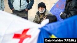 Протесты перед зданием парламента в Тбилиси 18 ноября 2019 года