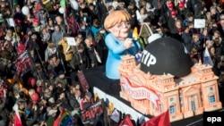 Митинг в Берлине против торговых соглашений между ЕС и США и ЕС и Канадой. 10 октября