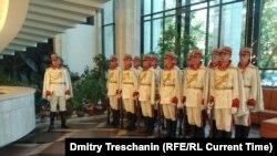 Почетный караул в ожидании президента Молдовы Игоря Додона во Дворце республики