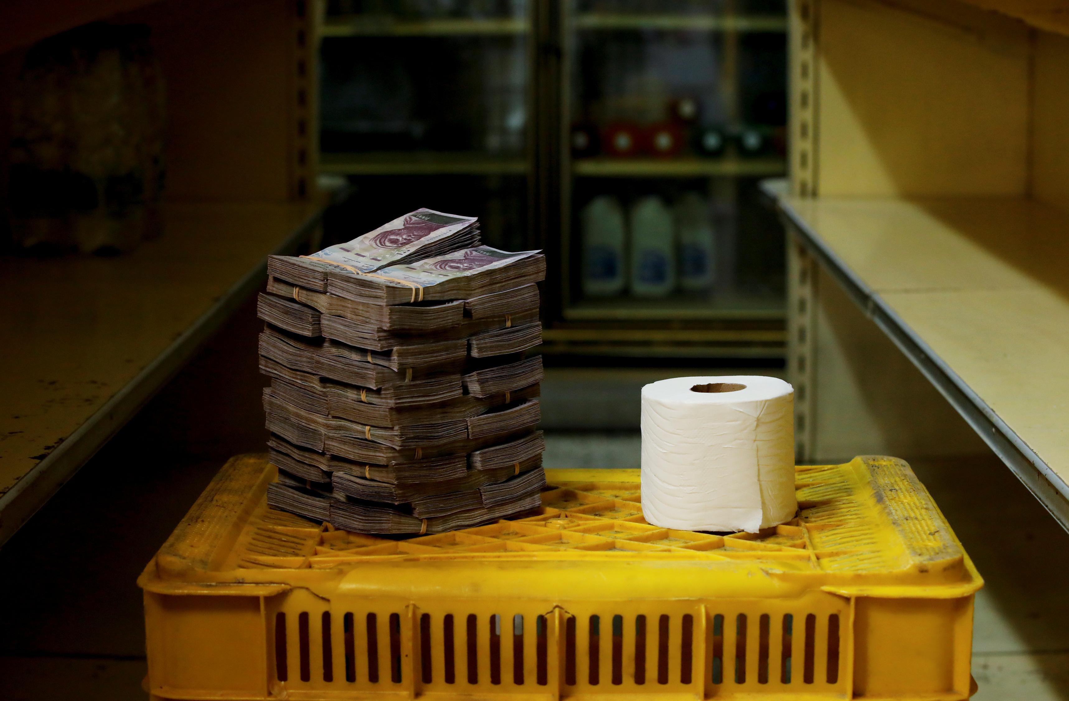 В августе 2018 года туалетную бумагу можно было купить за 2 миллиона 600 тысяч боливар – 40 американских центов