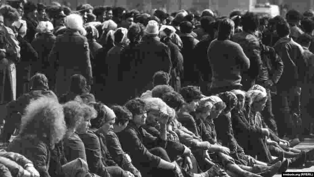 Забастовка рабочих на площади Ленина в Минске. Четвертое апреля 1991 года