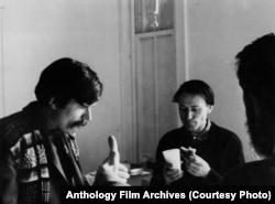 Йонас Мекас и Стэн Брекидж в Нью-Йорке, 1960