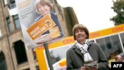 Генриетте Рекер, избранный бургомистр Кельна, переживашая покушение во время последнего предвыборного выступления