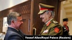 Король Иордании Абдалла II во время встречи с Халифой Хафтаром в 2015 году