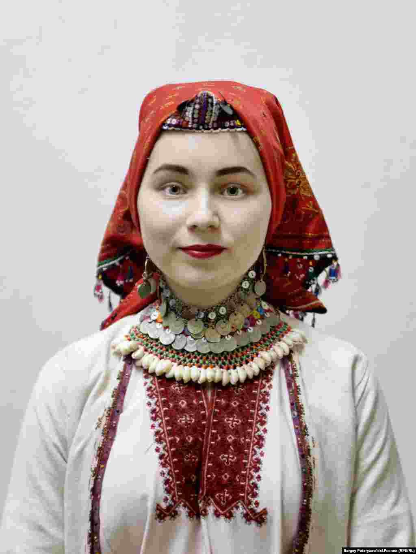 """Кудряшова Таня, 19 лет, студентка """"Я, конечно, разговариваю по-марийски, но какой-то особой связи с природой или народом не испытываю. Даже не задумывалась над тем, что значит быть мари. Наверное, все еще впереди"""""""
