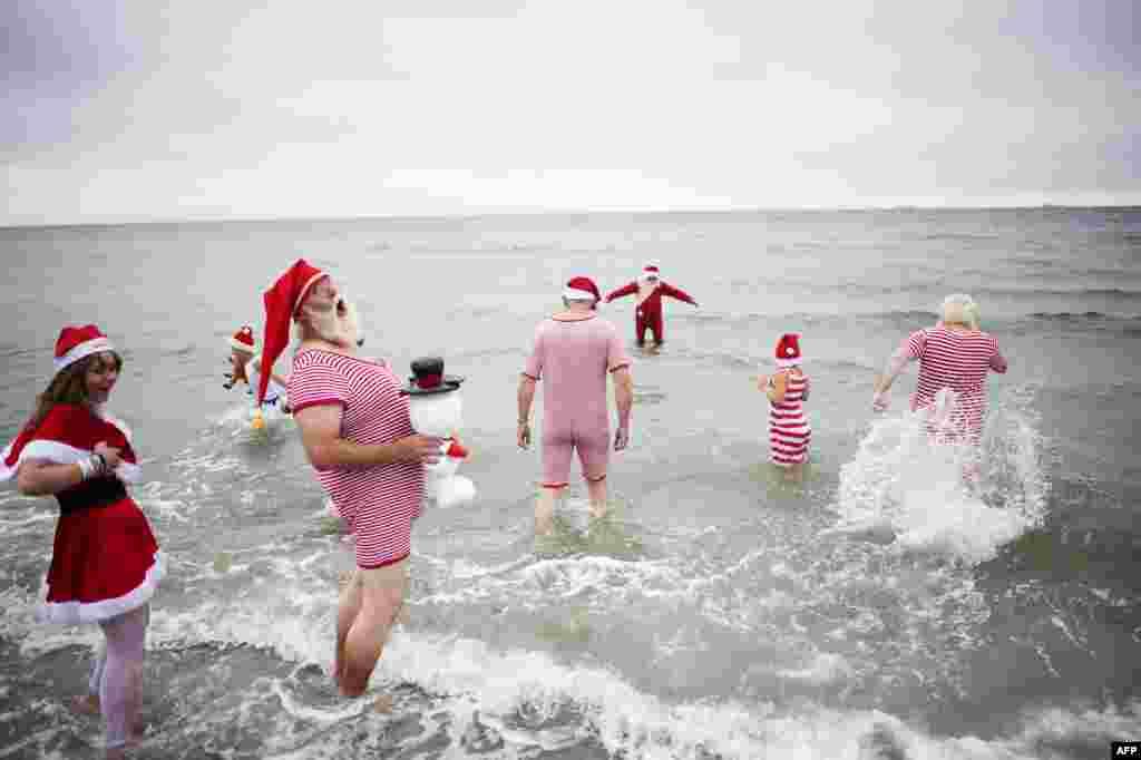 Однако не все решились искупаться в холодном море