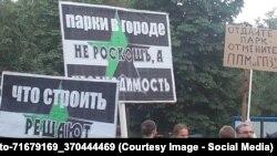 Митинг против строительства церкви в московском парке Торфянка, июнь 2015 года
