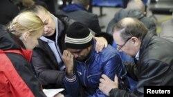 Родственники погибших в аэропорту Ростова-на-Дону