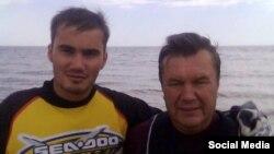 Экс-президент Украины Виктор Янукович с сыном Виктором