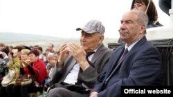 Руководители крымских татар на празднике Hydyrlez 3 мая 2015 года