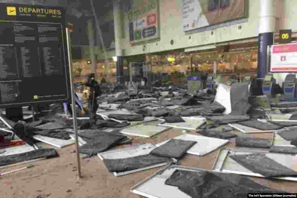 Взрывы произошли у стоек American Airlines в зале вылета