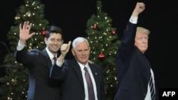 Представители Республиканской партии Спикер Конгресса США Пол Райан, новый вице-президент Майкл Пенс и избранный президент Дональд Трамп
