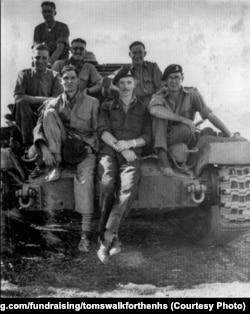 Томас Мур участвовал во Второй мировой войне, получил звание капитана и был отправлен в Индию