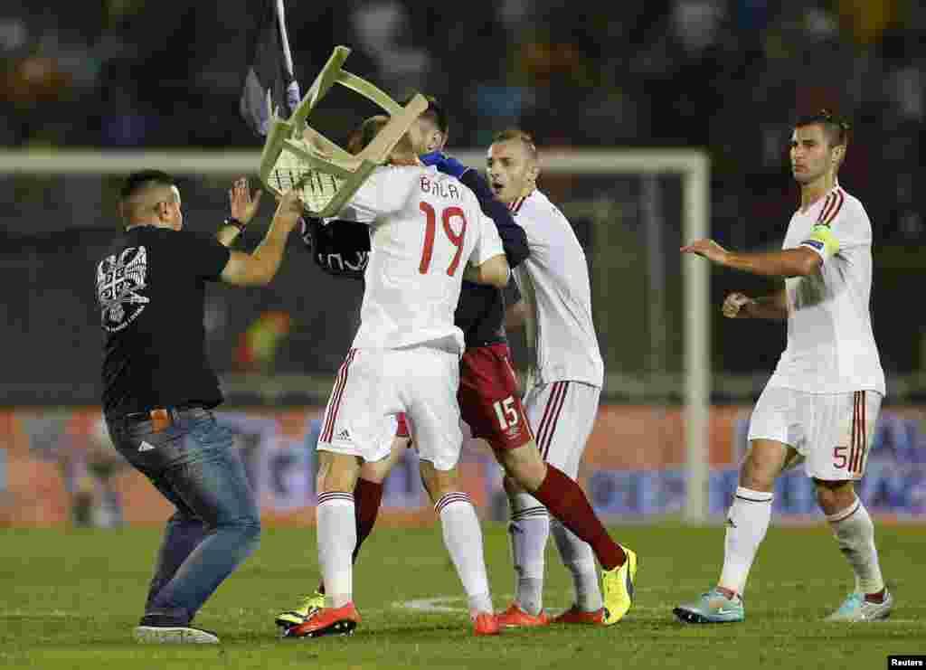 ...некоторым официальным предствителям команд и фанатам, вопреки тому, что поле охранялось, удалось напасть на игроков албанской команды