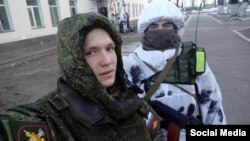 Погибший Евгений Кувайцев (слева) с сослуживцем