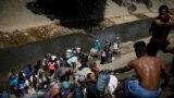 Вода – в реке, больница – в Колумбии. Парламент ввел в Венесуэле чрезвычайное положение