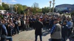 Митинг против назначения мэром Элисты Дмитрия Трапезникова