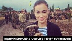 Анастасия Приходько с собакой Антошкой в зоне АТО