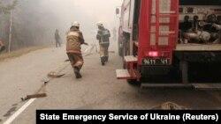 Пожарные вблизи зоны отчуждения возле Чернобыля тушат лесные пожары