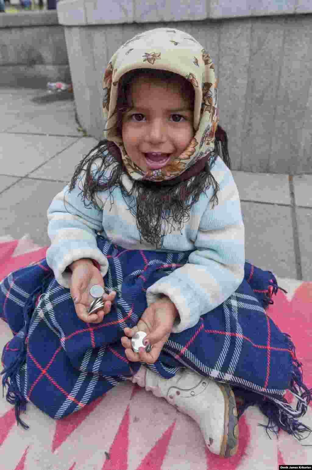 UNICEF разделяет беспризорников на три категории: дети, убежавшие из своих семей; дети, живущие на улице вместе с семьей; и те, которые проводят большую часть своего времени на улицах попрошайничая. В Грузии, как и везде в мире, встречаются все три категории, но самая многочисленная – третья