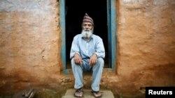 Старость с рюкзаком наперевес: как учится в школе 70-летний старик