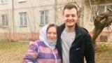 Никита Чирцов с бабушкой после освобождения в Березниках, Пермский край. Фото: личный архив