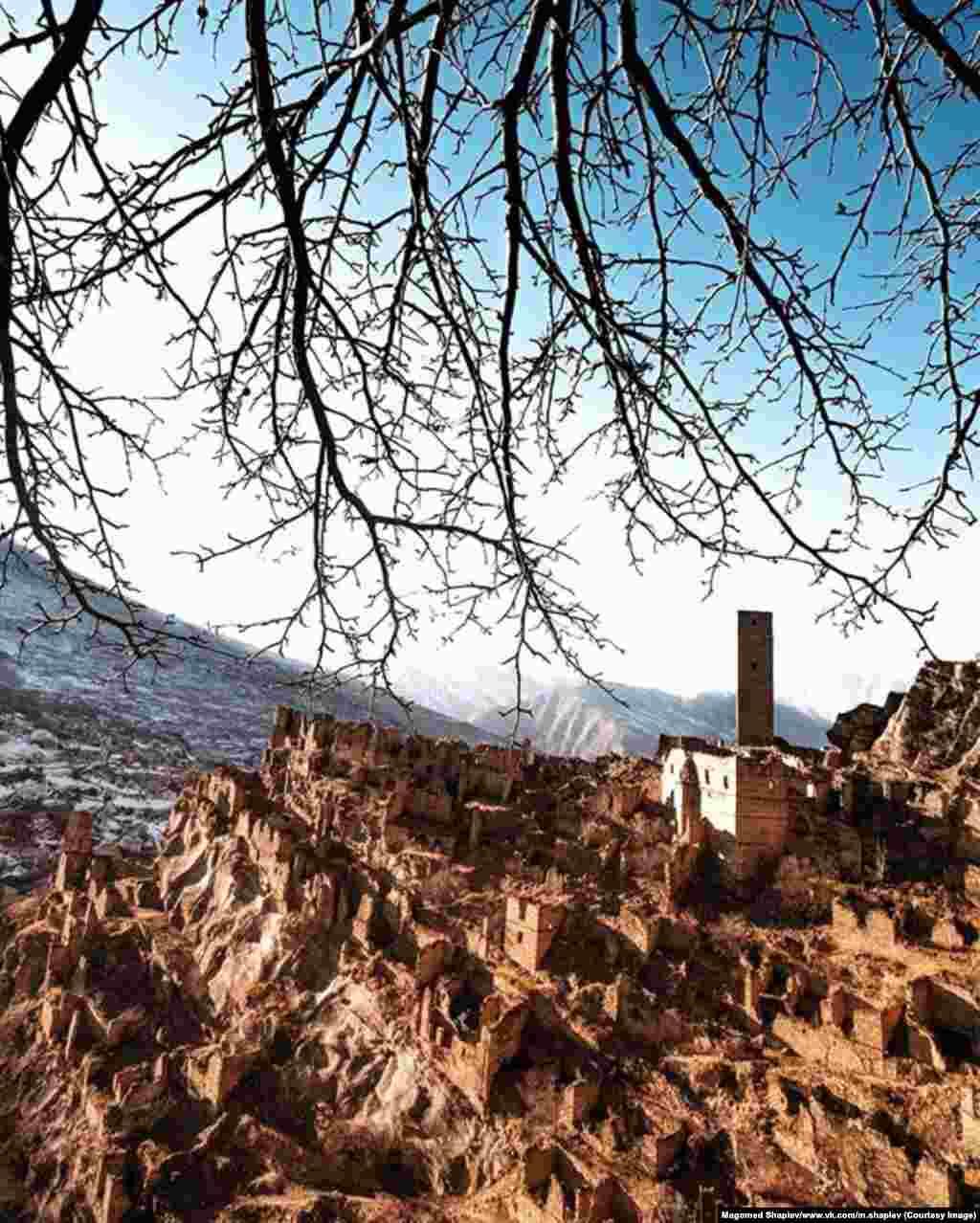 На фото – башня одного из древнейших дагестанских аулов Кахиб. Его основали больше 1000 лет назад