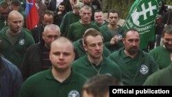 Милан Мазурек (на переднем плане) принимает участие в шествии партии Kotleba-Lidova strana Nase Slovensko (LSNS)