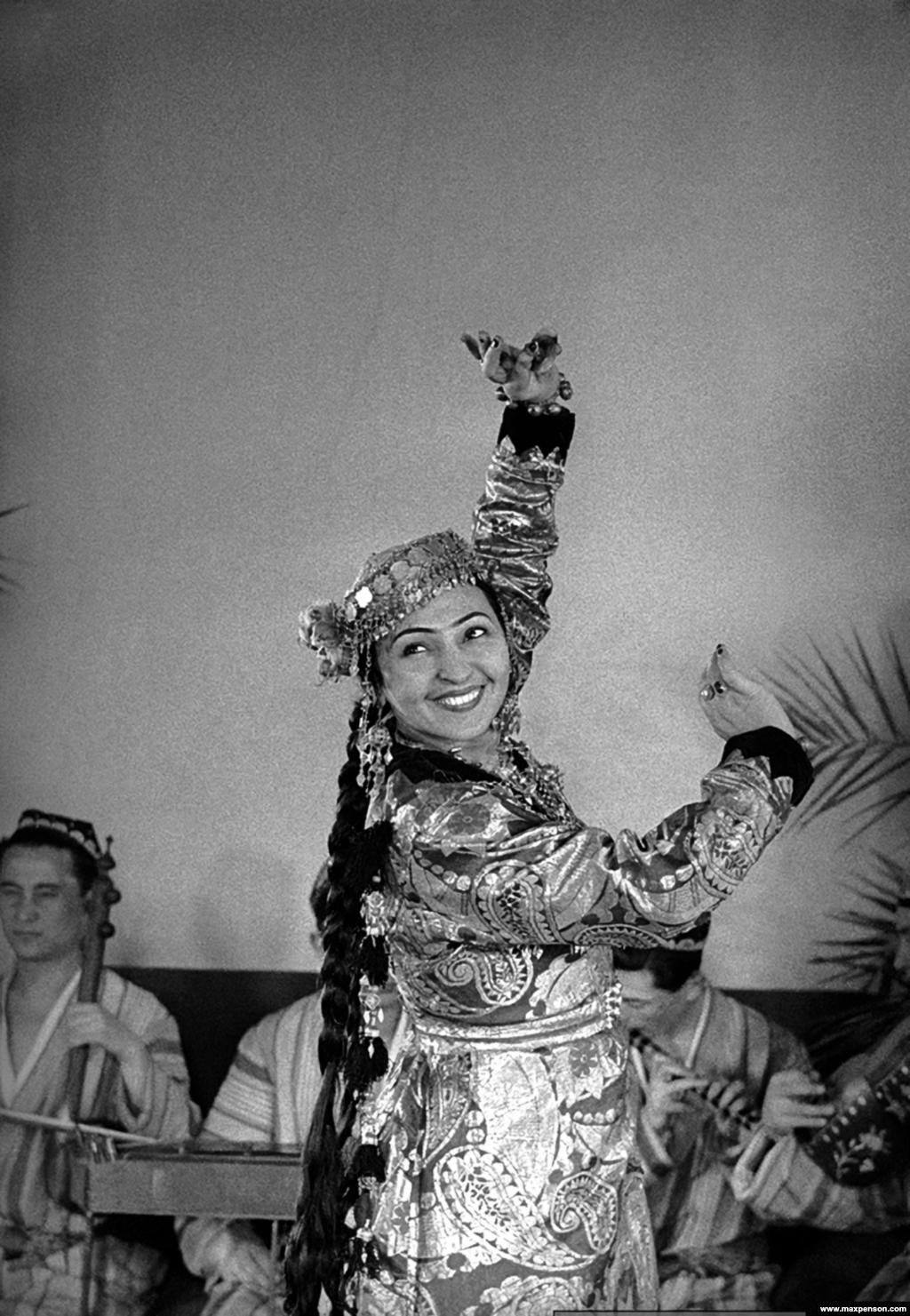 Тамара-ханум, узбекская танцовщица армянского происхождения. Она стала первой в Узбекистане женщиной, выступавшей с открытым лицом, без накидки