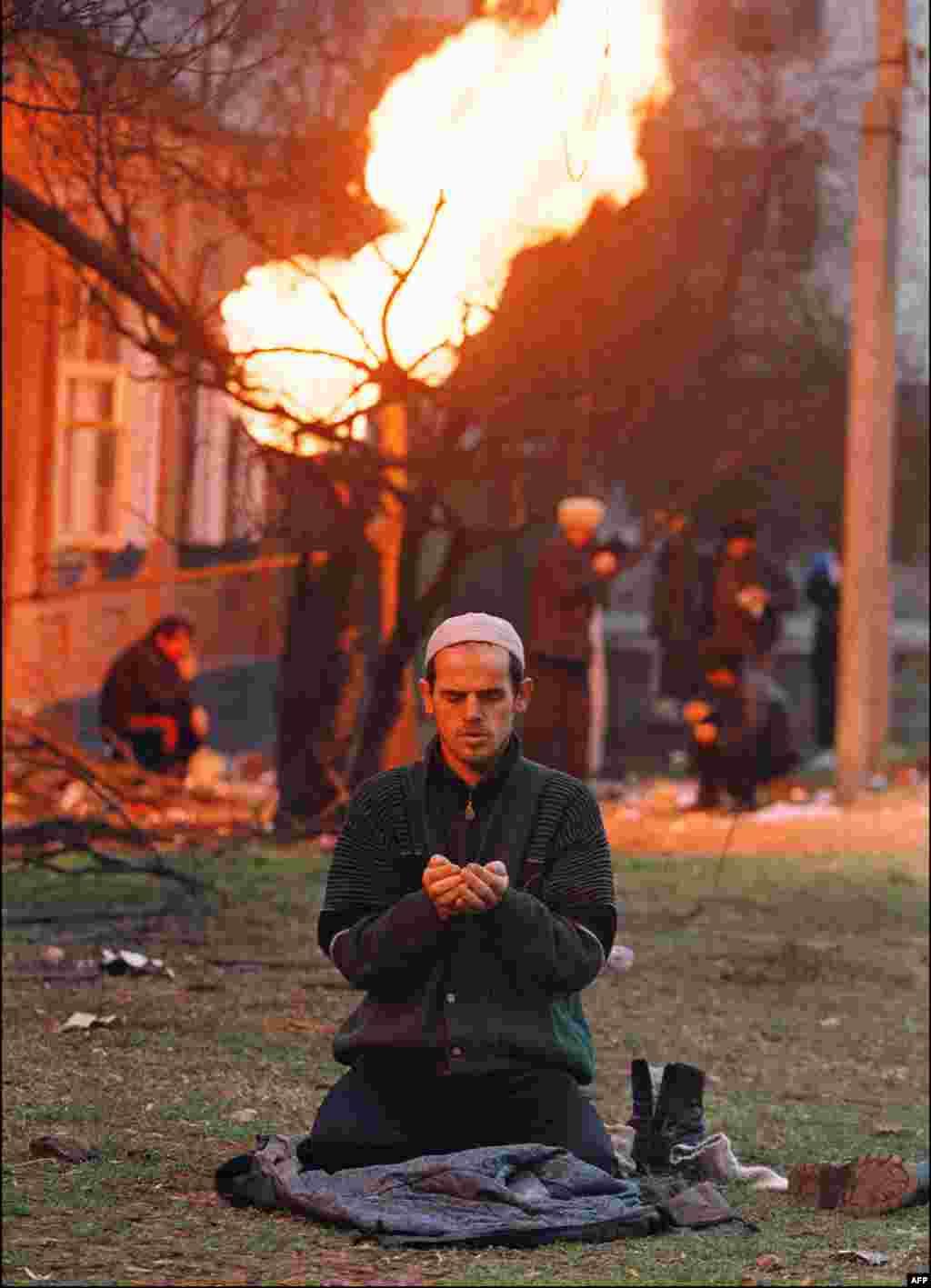 По мере того, как партизанская война затягивалась, все больше иностранных боевиков отправлялись в Чечню воевать на стороне чеченцев