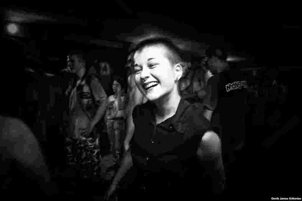 """15-летняя Аника Джориадзе открыла для себя панк-музыку в прошлом году. """"Панк –это культура, и она мне нравится"""", – говорит девушка. – """"Людей, которые слушают эту музыку, немного, но я в этих стихах и песнях нахожу себя. В них есть энергия, ритм"""""""