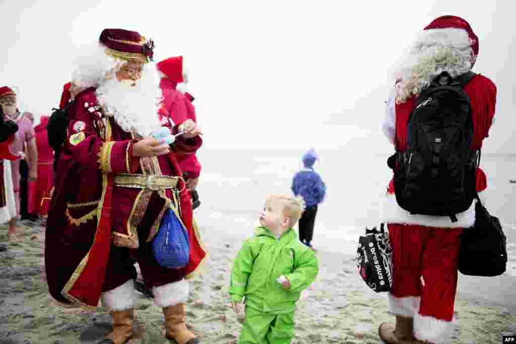 На Конгресс приехали 152 Санта Клауса из 15 стран мира