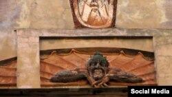 """Скульптура Мефистотеля на """"Доме Лишневского"""" в Санкт-Петербурге"""
