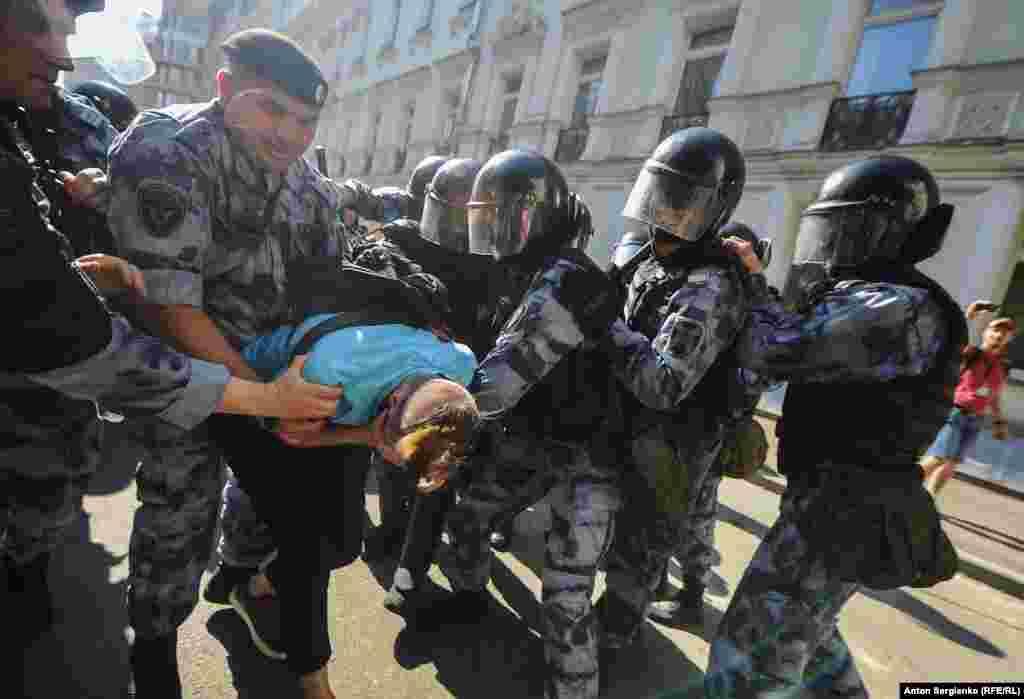 Людей задерживали только за присутствие на Тверской, у них не было при себе плакатов