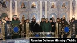 Министр обороны Сергей Шойгу на осмотре храма в январе 2020