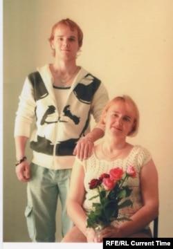 Артем Матвеев с матерью