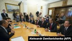 Глава МИД РФ Сергей Лавров встречается с делегацией сенаторов США