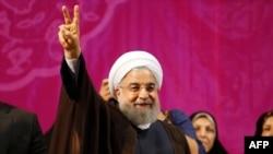 Хасан Рухани выступает в Тегеране 9 мая 2017 года