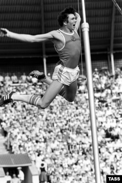 Pole vaulter Konstantin Volkov competing at the 1980 Moscow Olympics