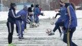 """Прекрасная игра: """"Луганочка"""" играет в футбол на линии фронта"""