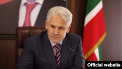 Муслим Хучиев во времена, когда он был мэром Грозного (фото с официального сайта мэрии)