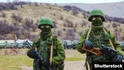 Военные без опознавательных знаков в Крыму. 4 марта 2014 года