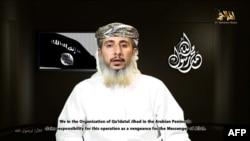 Йемен - скрин-шот видеообращения одного из лидеров группы Аль-Каиды, взявшей на себя ответственность за нападение на редакцию журнала видеообращение в неустановленном месте и берут на себя ответственность за Charlie Hebdo в Париже