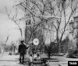 Сикорский со своим вертолетом в 1910 году