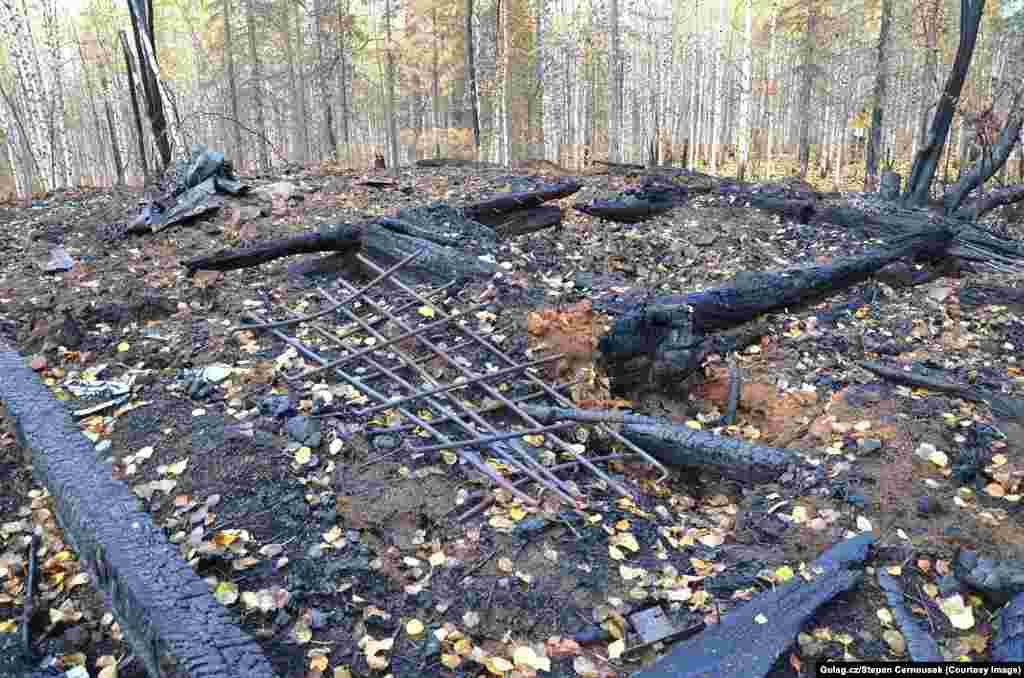 Во время поездки в 2013 году Черноушек и его команда прибыли на территорию бывшего ГУЛАГа, но оказалось, что его уничтожил лесной пожар. Вскоре после этого лодка, на которой они добирались до лагеря, сломалась на полпути, задержав путешествие на четыре дня